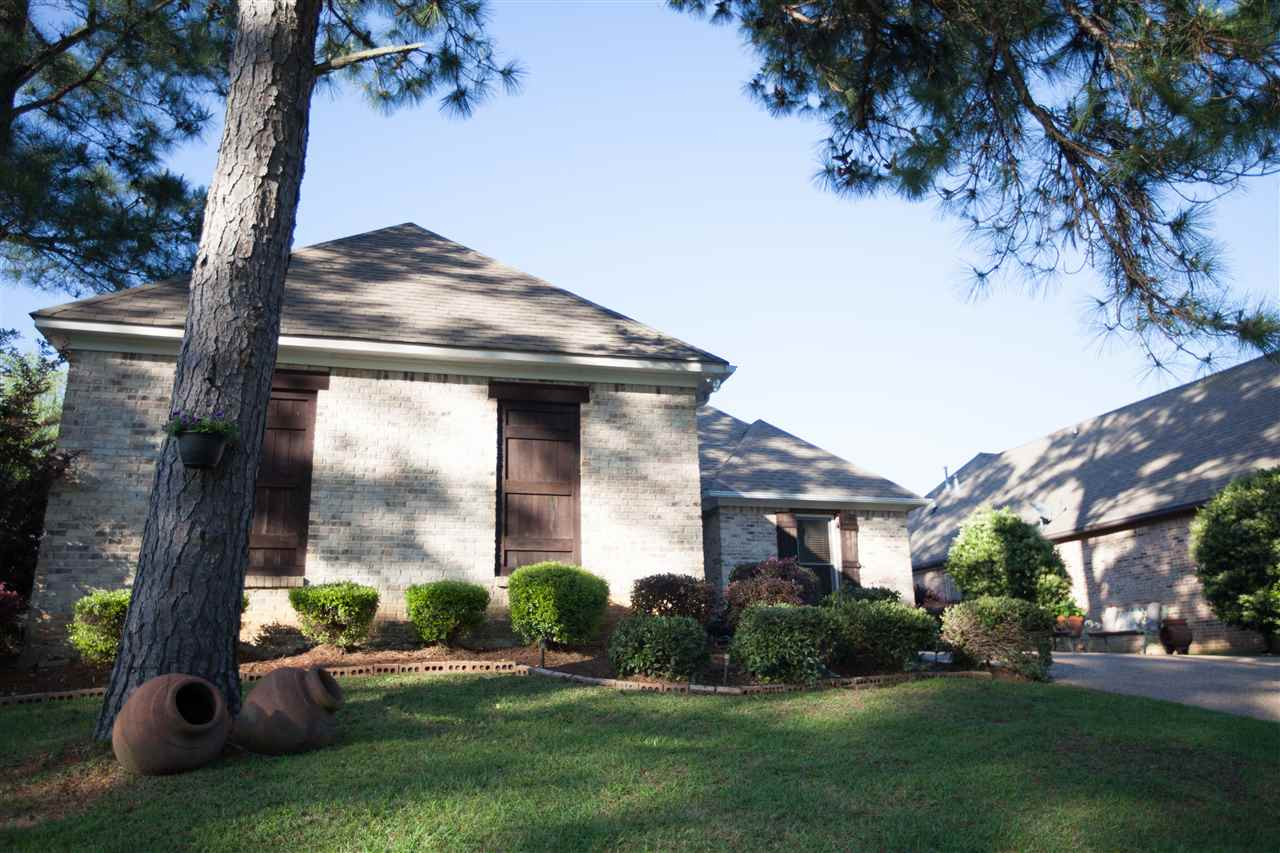 1402 Windrose Dr